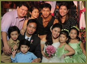 Ken and Gary's family with the newlyweds Kat and Paolo