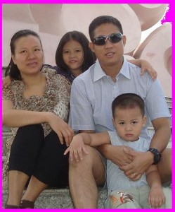 mummy nhung with daddy oo, thiri and kelvin swe