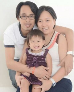 Nelvin Natural with wife and daughter, Yeti and Yumi