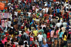 Just to give you an idea, this is how crowded Divisoria looks like on a regular day. photo source: GMA Network